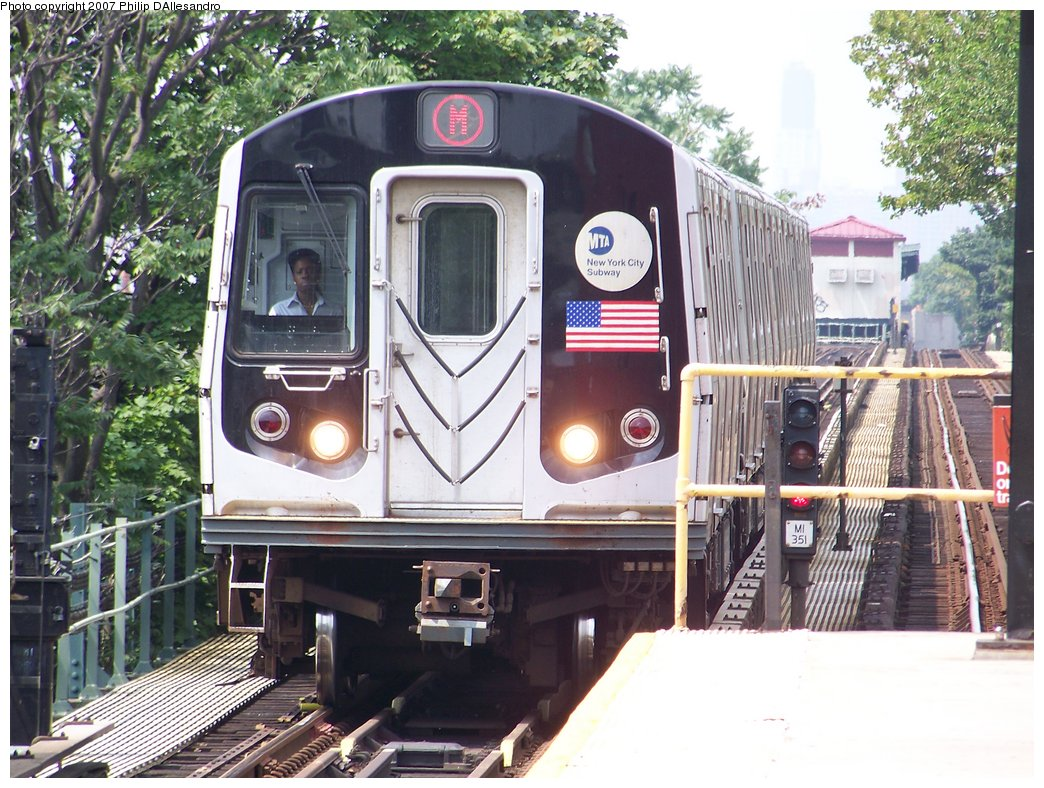 (229k, 1044x788)<br><b>Country:</b> United States<br><b>City:</b> New York<br><b>System:</b> New York City Transit<br><b>Line:</b> BMT Myrtle Avenue Line<br><b>Location:</b> Fresh Pond Road <br><b>Route:</b> M<br><b>Car:</b> R-143 (Kawasaki, 2001-2002)  <br><b>Photo by:</b> Philip D'Allesandro<br><b>Date:</b> 7/28/2007<br><b>Viewed (this week/total):</b> 2 / 1997