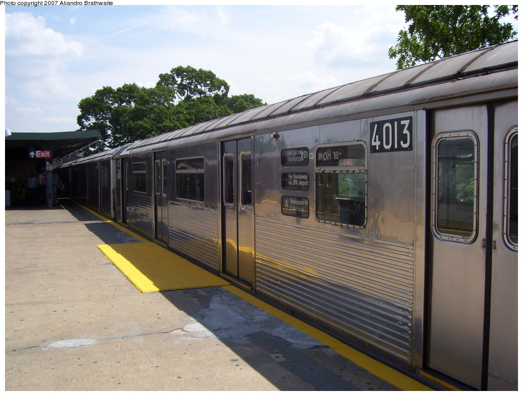 (190k, 1044x791)<br><b>Country:</b> United States<br><b>City:</b> New York<br><b>System:</b> New York City Transit<br><b>Line:</b> IND Rockaway<br><b>Location:</b> Mott Avenue/Far Rockaway <br><b>Route:</b> A<br><b>Car:</b> R-38 (St. Louis, 1966-1967)  4013 <br><b>Photo by:</b> Aliandro Brathwaite<br><b>Date:</b> 7/20/2007<br><b>Viewed (this week/total):</b> 0 / 2156