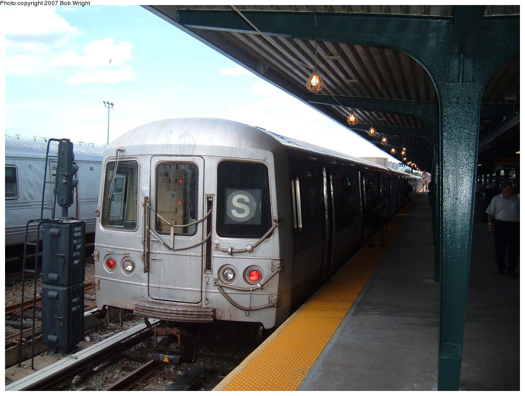 (172k, 1044x788)<br><b>Country:</b> United States<br><b>City:</b> New York<br><b>System:</b> New York City Transit<br><b>Line:</b> IND Rockaway<br><b>Location:</b> Rockaway Park/Beach 116th Street <br><b>Route:</b> S<br><b>Car:</b> R-44 (St. Louis, 1971-73)  <br><b>Photo by:</b> Bob Wright<br><b>Date:</b> 7/22/2007<br><b>Viewed (this week/total):</b> 0 / 1135
