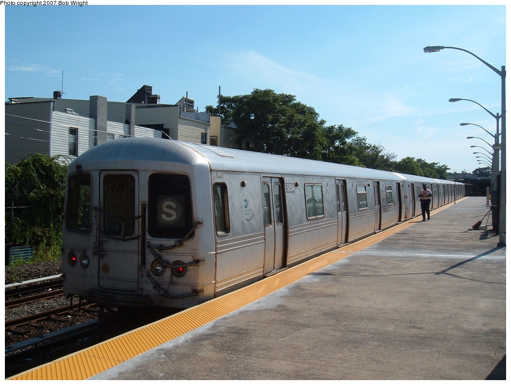 (180k, 1044x788)<br><b>Country:</b> United States<br><b>City:</b> New York<br><b>System:</b> New York City Transit<br><b>Line:</b> IND Rockaway<br><b>Location:</b> Rockaway Park/Beach 116th Street <br><b>Route:</b> S<br><b>Car:</b> R-44 (St. Louis, 1971-73) 5356 <br><b>Photo by:</b> Bob Wright<br><b>Date:</b> 7/22/2007<br><b>Viewed (this week/total):</b> 0 / 1149