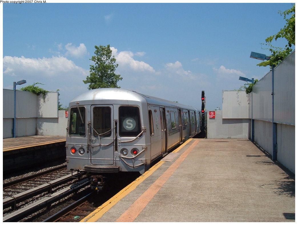 (174k, 1044x788)<br><b>Country:</b> United States<br><b>City:</b> New York<br><b>System:</b> New York City Transit<br><b>Line:</b> IND Rockaway<br><b>Location:</b> Broad Channel <br><b>Route:</b> S<br><b>Car:</b> R-44 (St. Louis, 1971-73) 5474 <br><b>Photo by:</b> Chris M.<br><b>Date:</b> 6/16/2007<br><b>Viewed (this week/total):</b> 1 / 1081