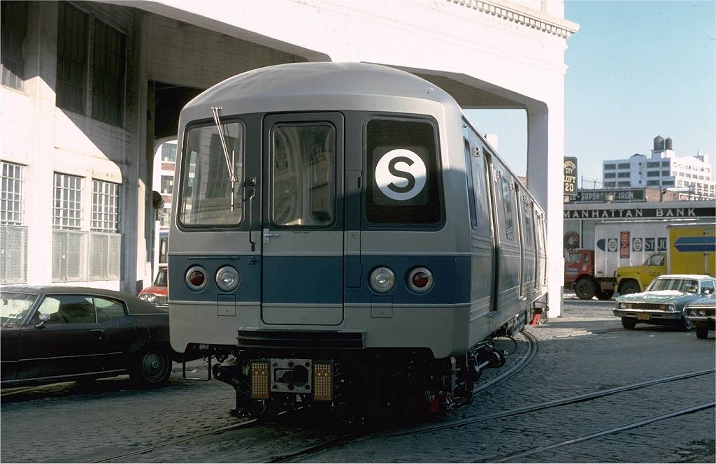 (176k, 1024x664)<br><b>Country:</b> United States<br><b>City:</b> New York<br><b>System:</b> New York City Transit<br><b>Line:</b> South Brooklyn Railway<br><b>Location:</b> Bush Terminal - 2nd Ave & 41st (BTRR)<br><b>Car:</b> R-46 (Pullman-Standard, 1974-75) 890 <br><b>Photo by:</b> Ed McKernan<br><b>Collection of:</b> Joe Testagrose<br><b>Date:</b> 12/30/1976<br><b>Viewed (this week/total):</b> 1 / 2531