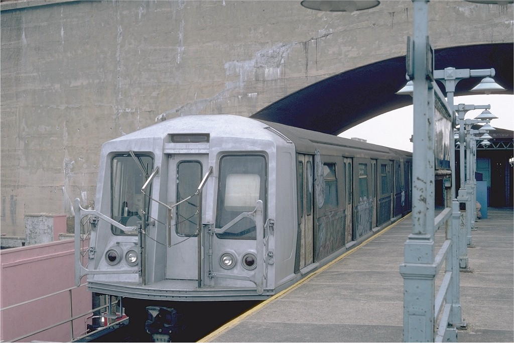 (182k, 1024x683)<br><b>Country:</b> United States<br><b>City:</b> New York<br><b>System:</b> New York City Transit<br><b>Line:</b> BMT Astoria Line<br><b>Location:</b> Ditmars Boulevard <br><b>Route:</b> RR<br><b>Car:</b> R-40 (St. Louis, 1968)   <br><b>Photo by:</b> Steve Zabel<br><b>Collection of:</b> Joe Testagrose<br><b>Date:</b> 8/5/1982<br><b>Viewed (this week/total):</b> 2 / 3156