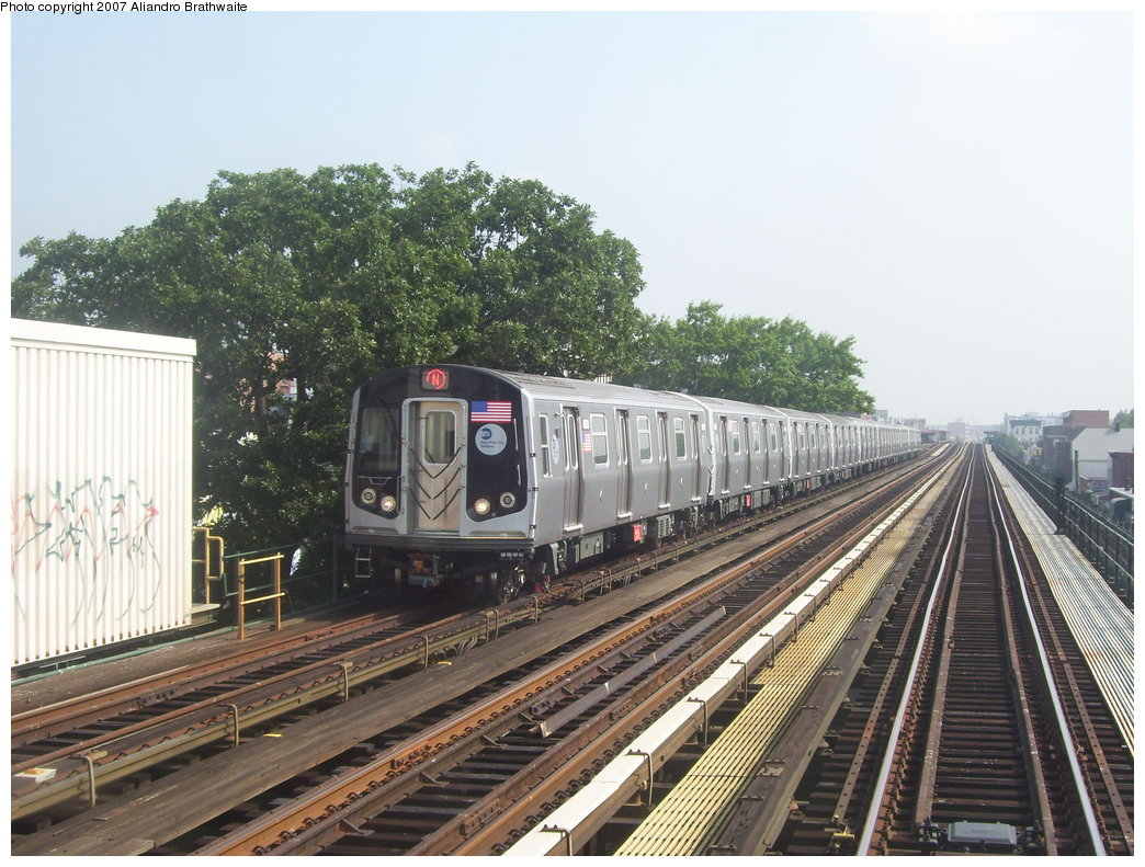 (212k, 1044x791)<br><b>Country:</b> United States<br><b>City:</b> New York<br><b>System:</b> New York City Transit<br><b>Line:</b> BMT Astoria Line<br><b>Location:</b> 36th/Washington Aves. <br><b>Route:</b> N<br><b>Car:</b> R-160B (Kawasaki, 2005-2008)  8782 <br><b>Photo by:</b> Aliandro Brathwaite<br><b>Date:</b> 7/30/2007<br><b>Viewed (this week/total):</b> 5 / 1969