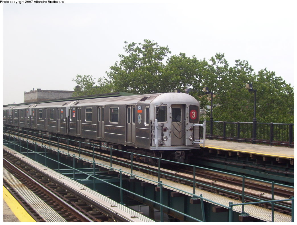 (202k, 1044x791)<br><b>Country:</b> United States<br><b>City:</b> New York<br><b>System:</b> New York City Transit<br><b>Line:</b> IRT Brooklyn Line<br><b>Location:</b> Rockaway Avenue <br><b>Route:</b> 3<br><b>Car:</b> R-62 (Kawasaki, 1983-1985)  1501 <br><b>Photo by:</b> Aliandro Brathwaite<br><b>Date:</b> 7/30/2007<br><b>Viewed (this week/total):</b> 0 / 1513