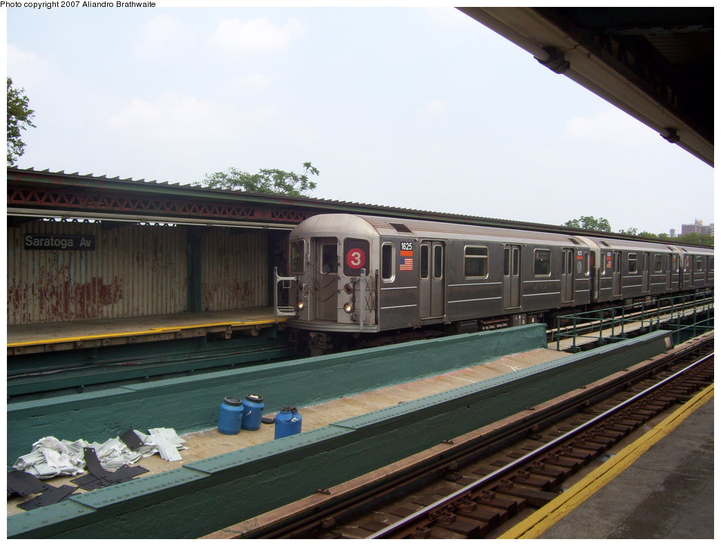 (167k, 1044x791)<br><b>Country:</b> United States<br><b>City:</b> New York<br><b>System:</b> New York City Transit<br><b>Line:</b> IRT Brooklyn Line<br><b>Location:</b> Saratoga Avenue <br><b>Route:</b> 3<br><b>Car:</b> R-62A (Bombardier, 1984-1987)  1625 <br><b>Photo by:</b> Aliandro Brathwaite<br><b>Date:</b> 7/30/2007<br><b>Viewed (this week/total):</b> 7 / 2316