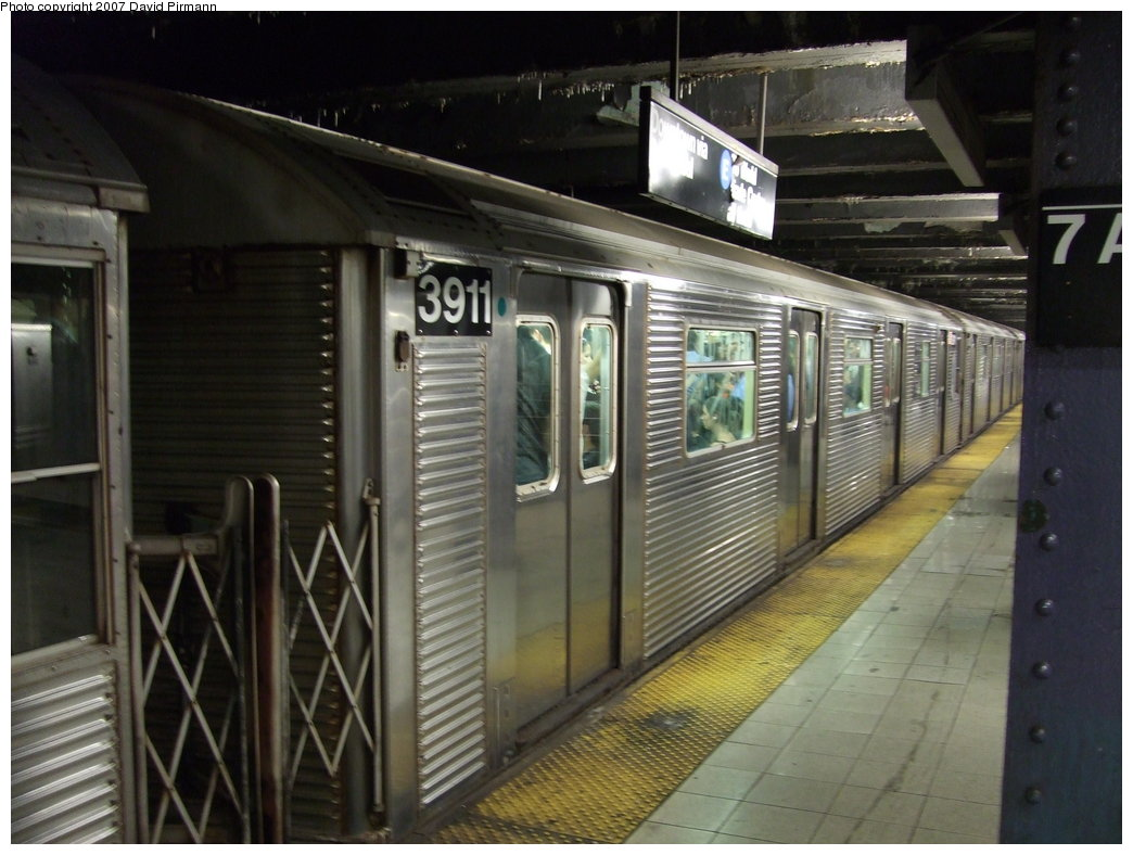 (165k, 1044x788)<br><b>Country:</b> United States<br><b>City:</b> New York<br><b>System:</b> New York City Transit<br><b>Line:</b> IND Queens Boulevard Line<br><b>Location:</b> 7th Avenue/53rd Street <br><b>Route:</b> E<br><b>Car:</b> R-32 (Budd, 1964)  3911 <br><b>Photo by:</b> David Pirmann<br><b>Date:</b> 8/3/2007<br><b>Viewed (this week/total):</b> 4 / 1958