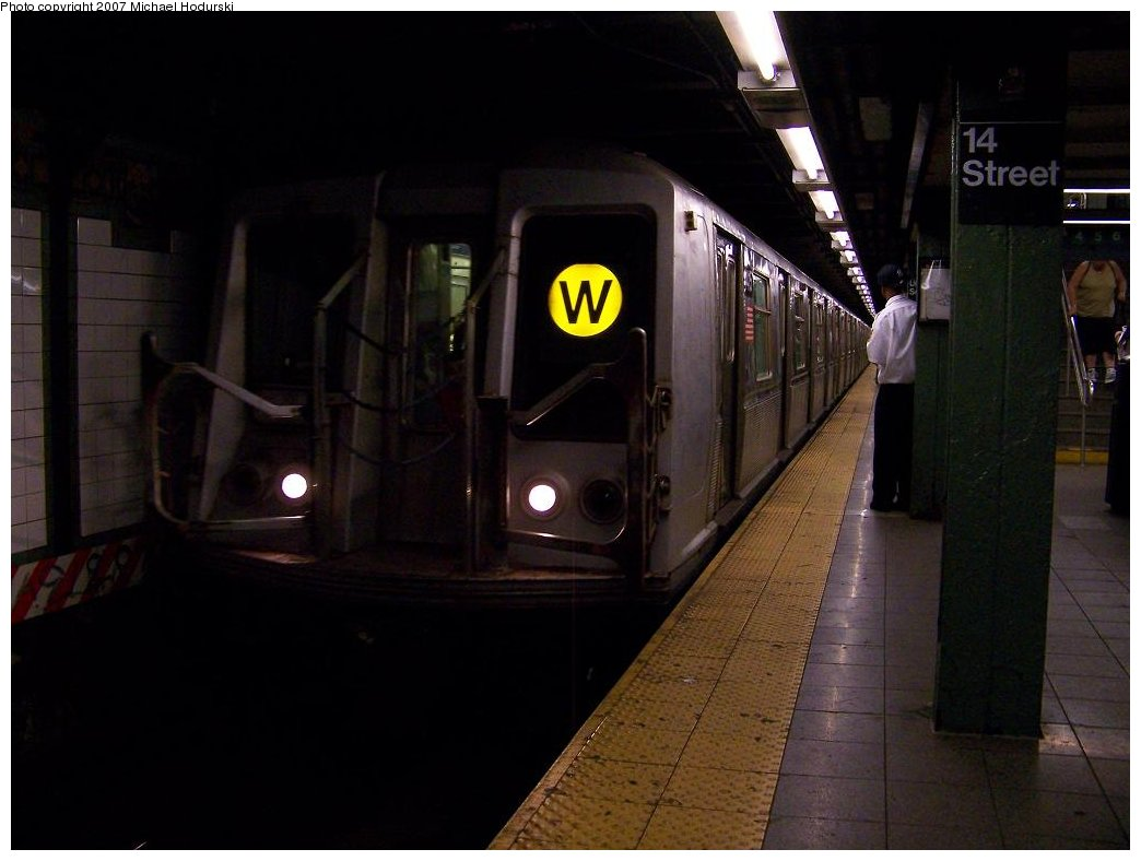 (124k, 1044x788)<br><b>Country:</b> United States<br><b>City:</b> New York<br><b>System:</b> New York City Transit<br><b>Line:</b> BMT Broadway Line<br><b>Location:</b> 14th Street/Union Square <br><b>Route:</b> N<br><b>Car:</b> R-40 (St. Louis, 1968)  4416 <br><b>Photo by:</b> Michael Hodurski<br><b>Date:</b> 7/31/2007<br><b>Viewed (this week/total):</b> 1 / 2094