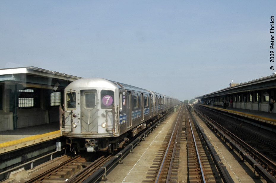 (164k, 930x618)<br><b>Country:</b> United States<br><b>City:</b> New York<br><b>System:</b> New York City Transit<br><b>Line:</b> IRT Flushing Line<br><b>Location:</b> 40th Street/Lowery Street <br><b>Route:</b> 7<br><b>Car:</b> R-62A (Bombardier, 1984-1987)  1830 <br><b>Photo by:</b> Peter Ehrlich<br><b>Date:</b> 7/22/2009<br><b>Notes:</b> Inbound.<br><b>Viewed (this week/total):</b> 2 / 499