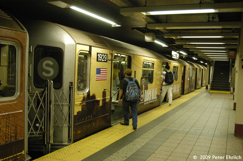 (226k, 930x618)<br><b>Country:</b> United States<br><b>City:</b> New York<br><b>System:</b> New York City Transit<br><b>Line:</b> IRT Times Square-Grand Central Shuttle<br><b>Location:</b> Grand Central <br><b>Car:</b> R-62A (Bombardier, 1984-1987)  1929 <br><b>Photo by:</b> Peter Ehrlich<br><b>Date:</b> 7/22/2009<br><b>Viewed (this week/total):</b> 5 / 818