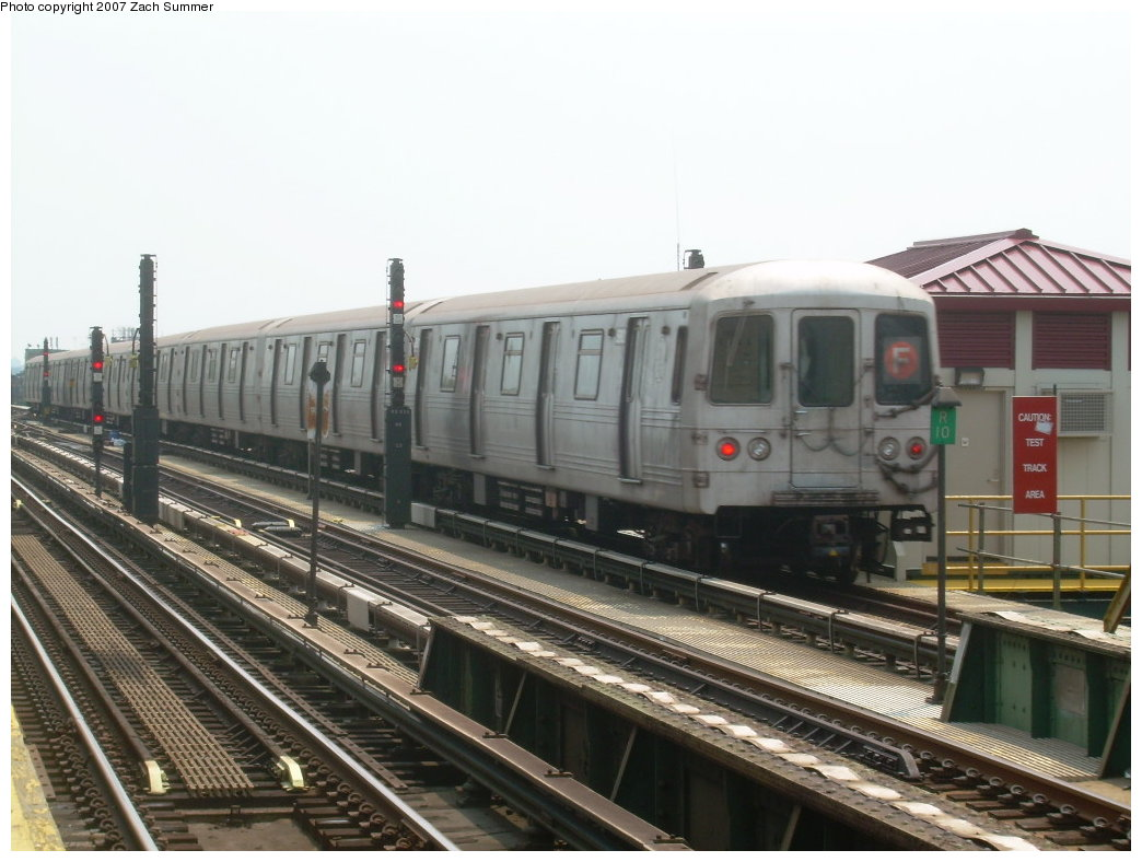 (189k, 1044x788)<br><b>Country:</b> United States<br><b>City:</b> New York<br><b>System:</b> New York City Transit<br><b>Line:</b> BMT Culver Line<br><b>Location:</b> Ditmas Avenue <br><b>Route:</b> F<br><b>Car:</b> R-46 (Pullman-Standard, 1974-75)  <br><b>Photo by:</b> Zach Summer<br><b>Date:</b> 7/28/2007<br><b>Viewed (this week/total):</b> 2 / 947