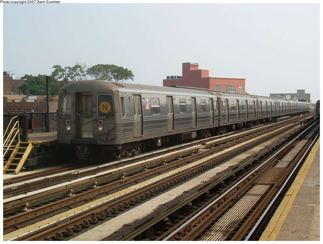(230k, 1044x788)<br><b>Country:</b> United States<br><b>City:</b> New York<br><b>System:</b> New York City Transit<br><b>Line:</b> BMT West End Line<br><b>Location:</b> 50th Street <br><b>Route:</b> N<br><b>Car:</b> R-68 (Westinghouse-Amrail, 1986-1988)  2798 <br><b>Photo by:</b> Zach Summer<br><b>Date:</b> 7/28/2007<br><b>Viewed (this week/total):</b> 1 / 942