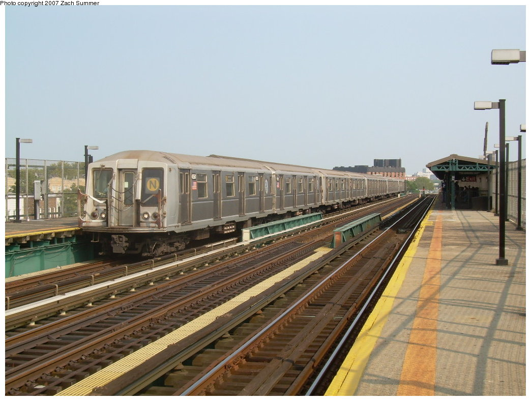 (206k, 1044x788)<br><b>Country:</b> United States<br><b>City:</b> New York<br><b>System:</b> New York City Transit<br><b>Line:</b> BMT West End Line<br><b>Location:</b> 25th Avenue <br><b>Route:</b> N<br><b>Car:</b> R-40 (St. Louis, 1968)  4350 <br><b>Photo by:</b> Zach Summer<br><b>Date:</b> 7/28/2007<br><b>Viewed (this week/total):</b> 3 / 1473