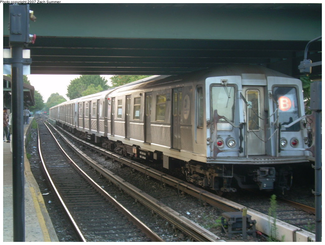 (199k, 1044x788)<br><b>Country:</b> United States<br><b>City:</b> New York<br><b>System:</b> New York City Transit<br><b>Line:</b> BMT Brighton Line<br><b>Location:</b> Kings Highway <br><b>Route:</b> B<br><b>Car:</b> R-40 (St. Louis, 1968)   <br><b>Photo by:</b> Zach Summer<br><b>Date:</b> 7/31/2007<br><b>Viewed (this week/total):</b> 1 / 1651