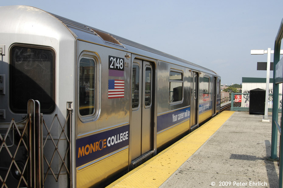 (186k, 930x618)<br><b>Country:</b> United States<br><b>City:</b> New York<br><b>System:</b> New York City Transit<br><b>Line:</b> IRT Flushing Line<br><b>Location:</b> Junction Boulevard <br><b>Route:</b> 7<br><b>Car:</b> R-62A (Bombardier, 1984-1987)  2148 <br><b>Photo by:</b> Peter Ehrlich<br><b>Date:</b> 7/22/2009<br><b>Notes:</b> Inbound.<br><b>Viewed (this week/total):</b> 0 / 357
