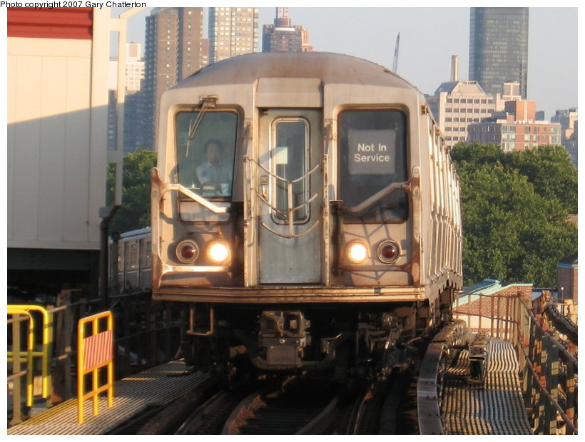 (120k, 820x620)<br><b>Country:</b> United States<br><b>City:</b> New York<br><b>System:</b> New York City Transit<br><b>Line:</b> BMT Astoria Line<br><b>Location:</b> Queensborough Plaza <br><b>Car:</b> R-40 (St. Louis, 1968)  4356 <br><b>Photo by:</b> Gary Chatterton<br><b>Date:</b> 8/1/2007<br><b>Viewed (this week/total):</b> 0 / 2210