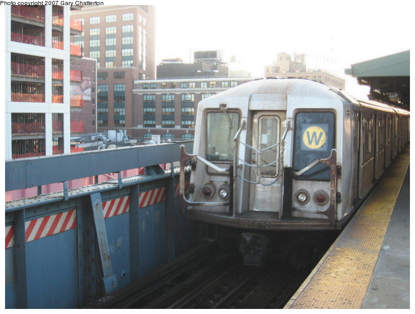 (95k, 820x620)<br><b>Country:</b> United States<br><b>City:</b> New York<br><b>System:</b> New York City Transit<br><b>Line:</b> BMT Astoria Line<br><b>Location:</b> Queensborough Plaza <br><b>Route:</b> W<br><b>Car:</b> R-40 (St. Louis, 1968)  4319 <br><b>Photo by:</b> Gary Chatterton<br><b>Date:</b> 8/1/2007<br><b>Viewed (this week/total):</b> 3 / 1555