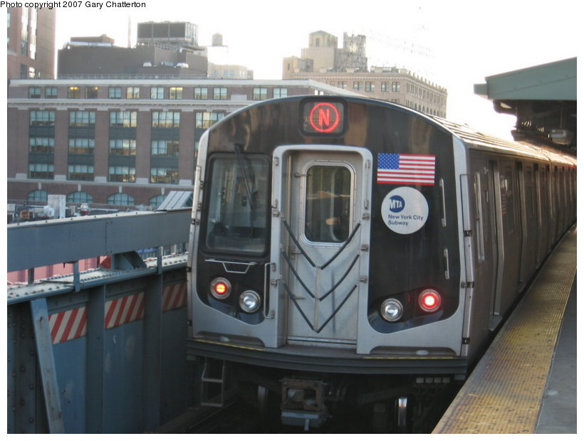 (92k, 820x620)<br><b>Country:</b> United States<br><b>City:</b> New York<br><b>System:</b> New York City Transit<br><b>Line:</b> BMT Astoria Line<br><b>Location:</b> Queensborough Plaza <br><b>Route:</b> N<br><b>Car:</b> R-160B (Kawasaki, 2005-2008)  8722 <br><b>Photo by:</b> Gary Chatterton<br><b>Date:</b> 8/1/2007<br><b>Viewed (this week/total):</b> 2 / 1545