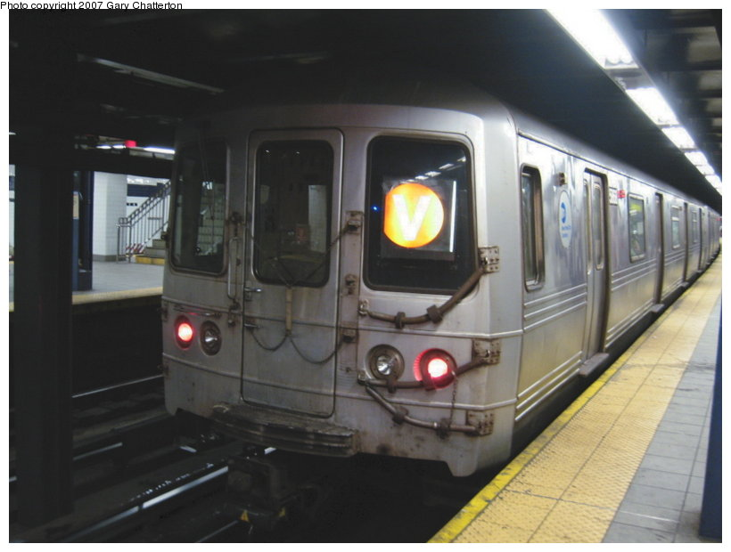 (82k, 820x620)<br><b>Country:</b> United States<br><b>City:</b> New York<br><b>System:</b> New York City Transit<br><b>Line:</b> IND Queens Boulevard Line<br><b>Location:</b> Queens Plaza <br><b>Route:</b> V<br><b>Car:</b> R-46 (Pullman-Standard, 1974-75) 5868 <br><b>Photo by:</b> Gary Chatterton<br><b>Date:</b> 8/3/2007<br><b>Viewed (this week/total):</b> 2 / 1632