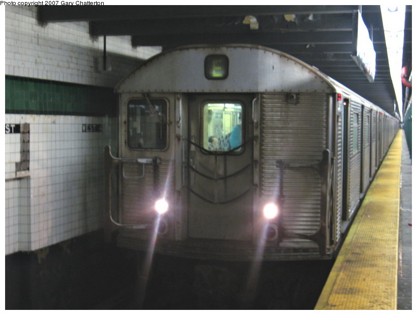 (81k, 820x620)<br><b>Country:</b> United States<br><b>City:</b> New York<br><b>System:</b> New York City Transit<br><b>Line:</b> IND 8th Avenue Line<br><b>Location:</b> West 4th Street/Washington Square <br><b>Route:</b> E<br><b>Car:</b> R-32 (Budd, 1964)  3813 <br><b>Photo by:</b> Gary Chatterton<br><b>Date:</b> 8/6/2007<br><b>Viewed (this week/total):</b> 2 / 1535