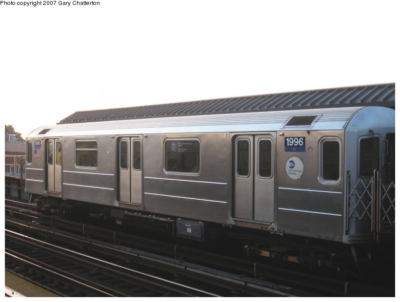 (68k, 820x620)<br><b>Country:</b> United States<br><b>City:</b> New York<br><b>System:</b> New York City Transit<br><b>Line:</b> IRT Flushing Line<br><b>Location:</b> 52nd Street/Lincoln Avenue <br><b>Route:</b> 7<br><b>Car:</b> R-62A (Bombardier, 1984-1987)  1996 <br><b>Photo by:</b> Gary Chatterton<br><b>Date:</b> 8/7/2007<br><b>Viewed (this week/total):</b> 9 / 1073