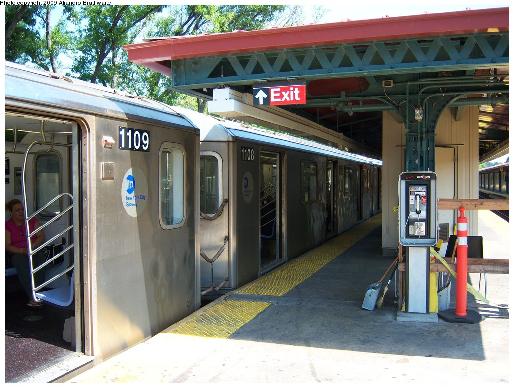(271k, 1044x788)<br><b>Country:</b> United States<br><b>City:</b> New York<br><b>System:</b> New York City Transit<br><b>Line:</b> IRT Woodlawn Line<br><b>Location:</b> Woodlawn <br><b>Route:</b> 4<br><b>Car:</b> R-142 (Option Order, Bombardier, 2002-2003)  1109 <br><b>Photo by:</b> Aliandro Brathwaite<br><b>Date:</b> 8/18/2009<br><b>Viewed (this week/total):</b> 6 / 1343