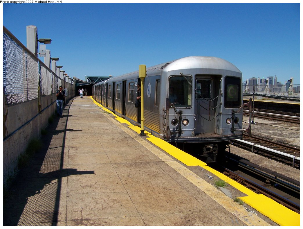 (196k, 1044x788)<br><b>Country:</b> United States<br><b>City:</b> New York<br><b>System:</b> New York City Transit<br><b>Line:</b> IND Crosstown Line<br><b>Location:</b> Smith/9th Street <br><b>Route:</b> G<br><b>Car:</b> R-42 (St. Louis, 1969-1970)  4932 <br><b>Photo by:</b> Michael Hodurski<br><b>Date:</b> 8/11/2007<br><b>Viewed (this week/total):</b> 5 / 1620