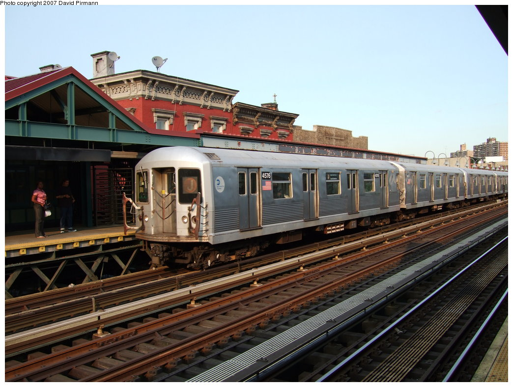 (203k, 1044x788)<br><b>Country:</b> United States<br><b>City:</b> New York<br><b>System:</b> New York City Transit<br><b>Line:</b> BMT Nassau Street/Jamaica Line<br><b>Location:</b> Marcy Avenue <br><b>Route:</b> J<br><b>Car:</b> R-42 (St. Louis, 1969-1970)  4576 <br><b>Photo by:</b> David Pirmann<br><b>Date:</b> 8/14/2007<br><b>Viewed (this week/total):</b> 6 / 1346