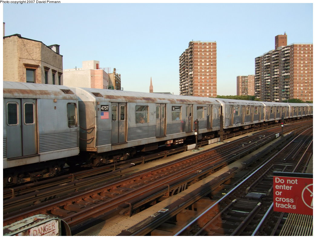 (194k, 1044x788)<br><b>Country:</b> United States<br><b>City:</b> New York<br><b>System:</b> New York City Transit<br><b>Line:</b> BMT Nassau Street/Jamaica Line<br><b>Location:</b> Hewes Street <br><b>Route:</b> M<br><b>Car:</b> R-42 (St. Louis, 1969-1970)  4757 <br><b>Photo by:</b> David Pirmann<br><b>Date:</b> 8/14/2007<br><b>Viewed (this week/total):</b> 0 / 1050