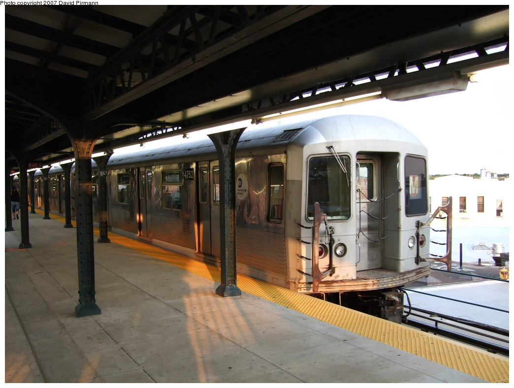 (164k, 1044x788)<br><b>Country:</b> United States<br><b>City:</b> New York<br><b>System:</b> New York City Transit<br><b>Line:</b> BMT Myrtle Avenue Line<br><b>Location:</b> Wyckoff Avenue <br><b>Route:</b> M<br><b>Car:</b> R-42 (St. Louis, 1969-1970)  4752 <br><b>Photo by:</b> David Pirmann<br><b>Date:</b> 8/14/2007<br><b>Viewed (this week/total):</b> 0 / 1057