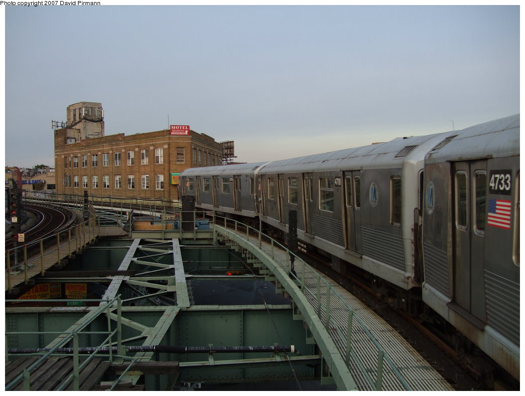 (150k, 1044x788)<br><b>Country:</b> United States<br><b>City:</b> New York<br><b>System:</b> New York City Transit<br><b>Line:</b> BMT Myrtle Avenue Line<br><b>Location:</b> Wyckoff Avenue <br><b>Route:</b> M<br><b>Car:</b> R-42 (St. Louis, 1969-1970)  4720 <br><b>Photo by:</b> David Pirmann<br><b>Date:</b> 8/14/2007<br><b>Viewed (this week/total):</b> 4 / 1405