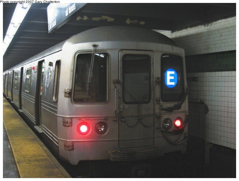 (78k, 820x620)<br><b>Country:</b> United States<br><b>City:</b> New York<br><b>System:</b> New York City Transit<br><b>Line:</b> IND 8th Avenue Line<br><b>Location:</b> West 4th Street/Washington Square <br><b>Route:</b> E<br><b>Car:</b> R-46 (Pullman-Standard, 1974-75) 6100 <br><b>Photo by:</b> Gary Chatterton<br><b>Date:</b> 8/16/2007<br><b>Viewed (this week/total):</b> 6 / 2441