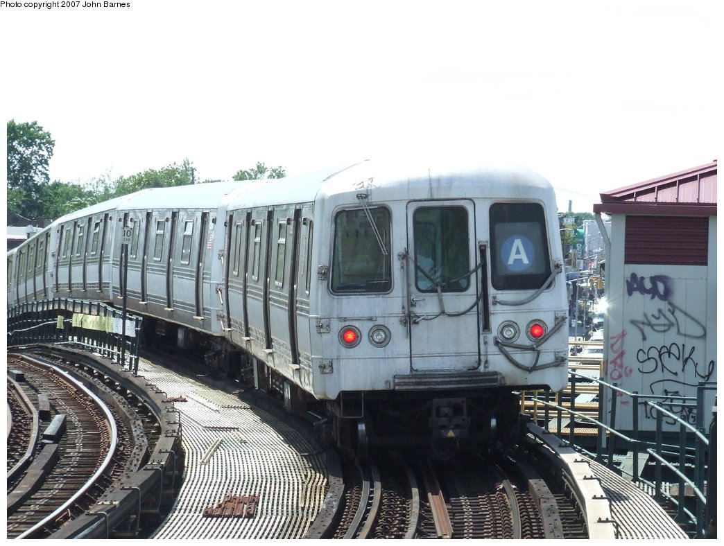 (190k, 1044x788)<br><b>Country:</b> United States<br><b>City:</b> New York<br><b>System:</b> New York City Transit<br><b>Line:</b> IND Fulton Street Line<br><b>Location:</b> 80th Street/Hudson Street <br><b>Route:</b> A<br><b>Car:</b> R-44 (St. Louis, 1971-73) 5392 <br><b>Photo by:</b> John Barnes<br><b>Date:</b> 7/22/2007<br><b>Viewed (this week/total):</b> 0 / 1565