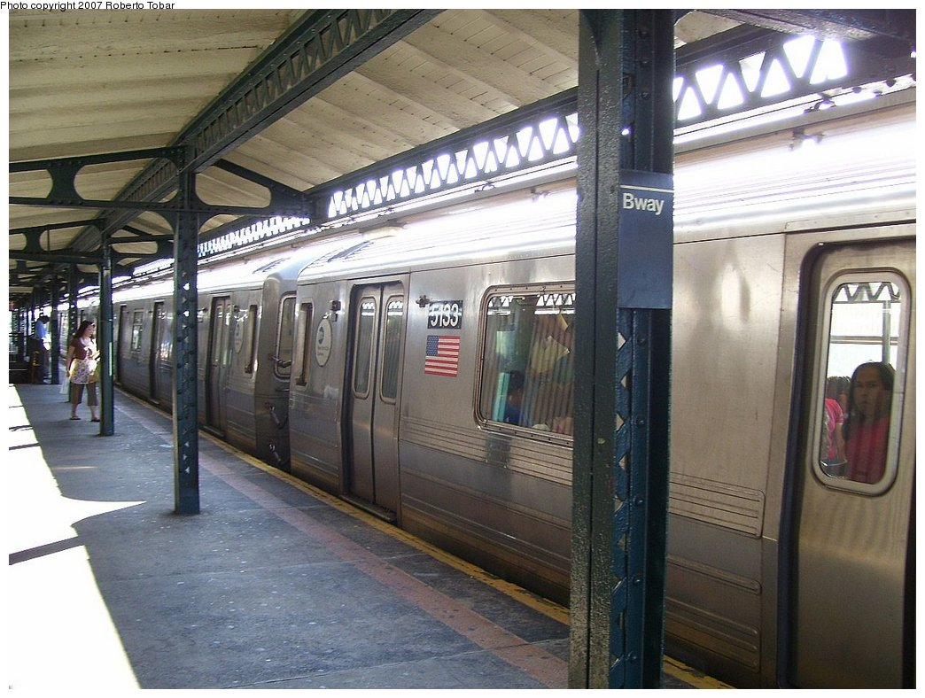 (192k, 1044x788)<br><b>Country:</b> United States<br><b>City:</b> New York<br><b>System:</b> New York City Transit<br><b>Line:</b> BMT Astoria Line<br><b>Location:</b> Broadway <br><b>Route:</b> N<br><b>Car:</b> R-68A (Kawasaki, 1988-1989)  5133 <br><b>Photo by:</b> Roberto C. Tobar<br><b>Date:</b> 8/18/2007<br><b>Viewed (this week/total):</b> 6 / 1792