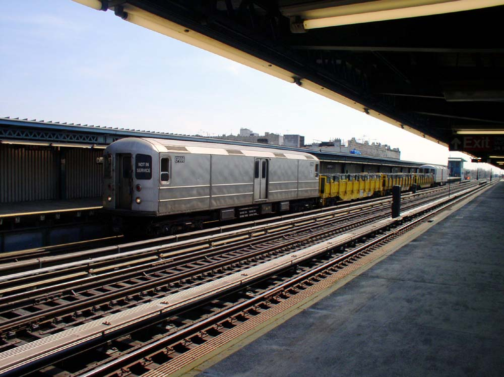 (132k, 1000x748)<br><b>Country:</b> United States<br><b>City:</b> New York<br><b>System:</b> New York City Transit<br><b>Line:</b> BMT Culver Line<br><b>Location:</b> Ditmas Avenue <br><b>Route:</b> Work Service<br><b>Car:</b> R-127/R-134 (Kawasaki, 1991-1996) EP006 <br><b>Photo by:</b> Christopher Sattler<br><b>Date:</b> 3/22/2003<br><b>Viewed (this week/total):</b> 0 / 1118