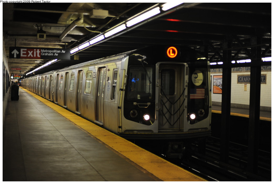 (212k, 1044x701)<br><b>Country:</b> United States<br><b>City:</b> New York<br><b>System:</b> New York City Transit<br><b>Line:</b> BMT Canarsie Line<br><b>Location:</b> Graham Avenue <br><b>Route:</b> L<br><b>Car:</b> R-143 (Kawasaki, 2001-2002) 8257 <br><b>Photo by:</b> Robert Taylor<br><b>Date:</b> 3/17/2008<br><b>Viewed (this week/total):</b> 5 / 1100