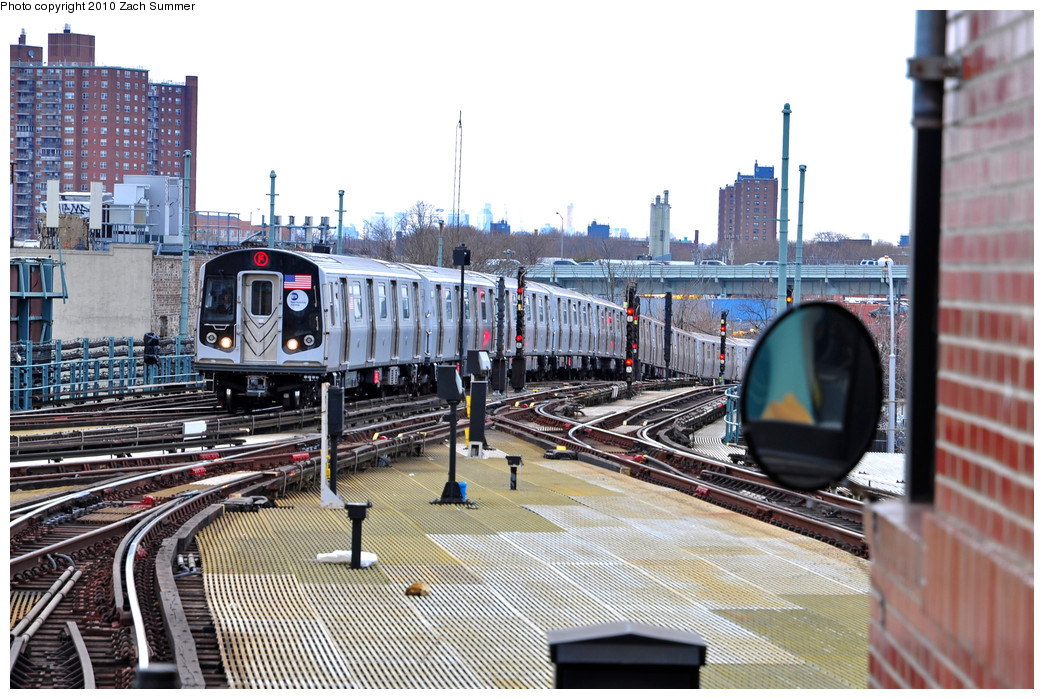 (298k, 1044x699)<br><b>Country:</b> United States<br><b>City:</b> New York<br><b>System:</b> New York City Transit<br><b>Location:</b> Coney Island/Stillwell Avenue<br><b>Route:</b> F Put-In<br><b>Car:</b> R-160A (Option 2) (Alstom, 2009, 5-car sets)  9698 <br><b>Photo by:</b> Zach Summer<br><b>Date:</b> 3/10/2010<br><b>Viewed (this week/total):</b> 1 / 1331