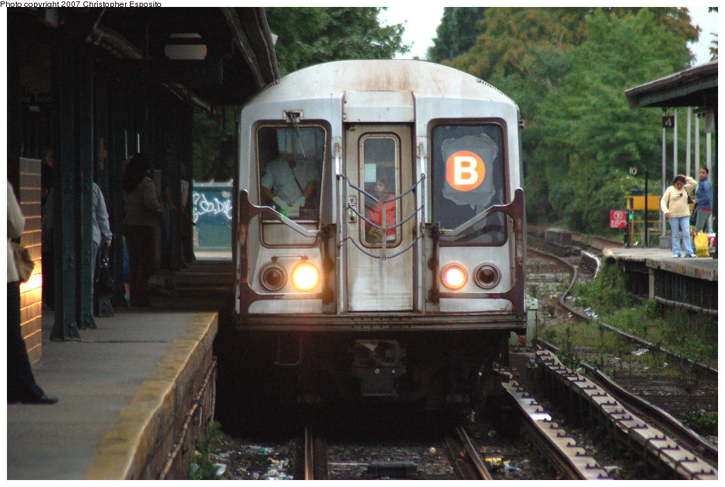 (199k, 1044x701)<br><b>Country:</b> United States<br><b>City:</b> New York<br><b>System:</b> New York City Transit<br><b>Line:</b> BMT Brighton Line<br><b>Location:</b> Kings Highway <br><b>Route:</b> B<br><b>Car:</b> R-40 (St. Louis, 1968)   <br><b>Photo by:</b> Christopher Esposito<br><b>Date:</b> 8/22/2007<br><b>Viewed (this week/total):</b> 1 / 1813