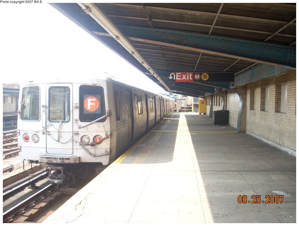(175k, 1044x788)<br><b>Country:</b> United States<br><b>City:</b> New York<br><b>System:</b> New York City Transit<br><b>Line:</b> IND Crosstown Line<br><b>Location:</b> 4th Avenue <br><b>Route:</b> F<br><b>Car:</b> R-46 (Pullman-Standard, 1974-75) 5564 <br><b>Photo by:</b> Bill E.<br><b>Date:</b> 8/25/2007<br><b>Viewed (this week/total):</b> 3 / 1465