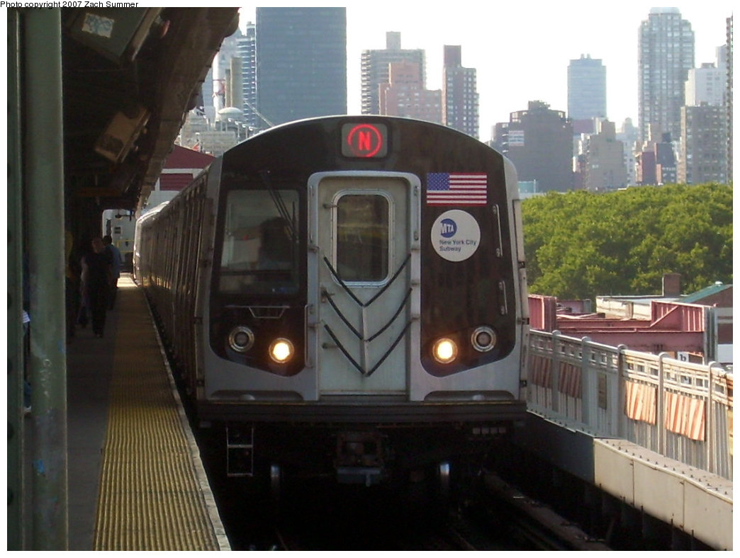 (177k, 1044x788)<br><b>Country:</b> United States<br><b>City:</b> New York<br><b>System:</b> New York City Transit<br><b>Line:</b> BMT Astoria Line<br><b>Location:</b> Queensborough Plaza <br><b>Route:</b> N<br><b>Car:</b> R-160A/R-160B Series (Number Unknown)  <br><b>Photo by:</b> Zach Summer<br><b>Date:</b> 8/14/2007<br><b>Viewed (this week/total):</b> 0 / 1795