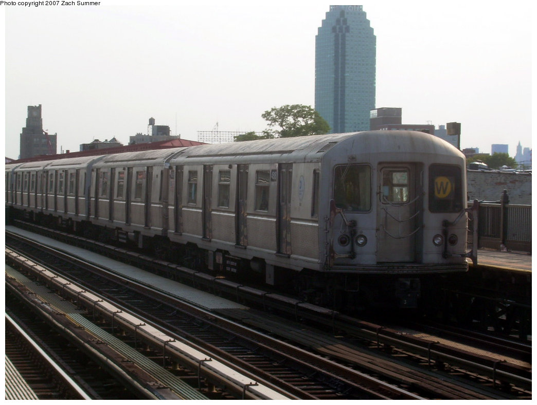 (165k, 1044x788)<br><b>Country:</b> United States<br><b>City:</b> New York<br><b>System:</b> New York City Transit<br><b>Line:</b> BMT Astoria Line<br><b>Location:</b> 36th/Washington Aves. <br><b>Route:</b> W<br><b>Car:</b> R-40M (St. Louis, 1969)  4516 <br><b>Photo by:</b> Zach Summer<br><b>Date:</b> 8/14/2007<br><b>Viewed (this week/total):</b> 3 / 1460