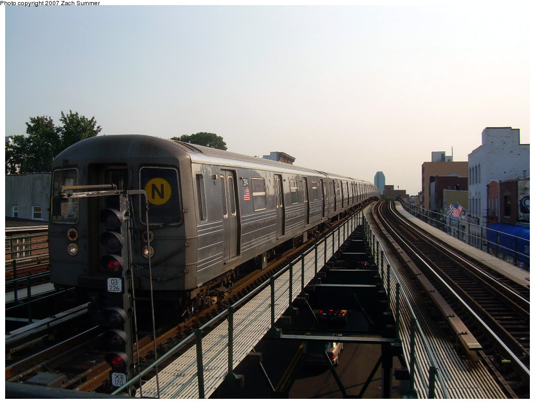 (198k, 1044x788)<br><b>Country:</b> United States<br><b>City:</b> New York<br><b>System:</b> New York City Transit<br><b>Line:</b> BMT Astoria Line<br><b>Location:</b> Astoria Boulevard/Hoyt Avenue <br><b>Route:</b> N<br><b>Car:</b> R-68 (Westinghouse-Amrail, 1986-1988)  2914 <br><b>Photo by:</b> Zach Summer<br><b>Date:</b> 8/14/2007<br><b>Viewed (this week/total):</b> 0 / 1447