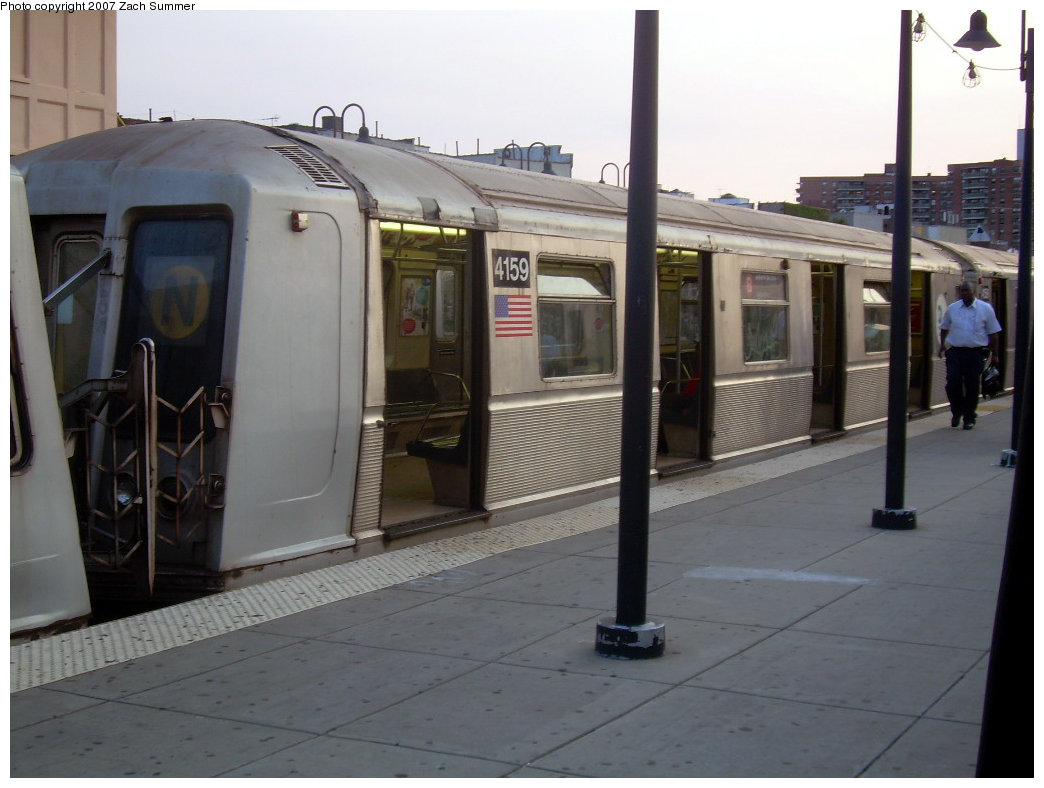 (167k, 1044x788)<br><b>Country:</b> United States<br><b>City:</b> New York<br><b>System:</b> New York City Transit<br><b>Line:</b> BMT Brighton Line<br><b>Location:</b> Brighton Beach <br><b>Route:</b> B<br><b>Car:</b> R-40 (St. Louis, 1968)  4159 <br><b>Photo by:</b> Zach Summer<br><b>Date:</b> 8/14/2007<br><b>Viewed (this week/total):</b> 0 / 1709