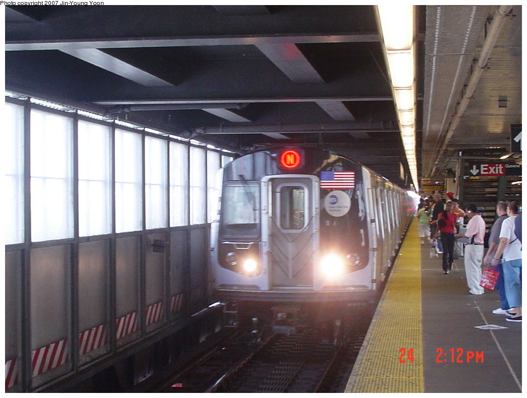 (162k, 1044x788)<br><b>Country:</b> United States<br><b>City:</b> New York<br><b>System:</b> New York City Transit<br><b>Line:</b> BMT Astoria Line<br><b>Location:</b> Queensborough Plaza <br><b>Route:</b> N<br><b>Car:</b> R-160A/R-160B Series (Number Unknown)  <br><b>Photo by:</b> Jin-Young Yoon<br><b>Date:</b> 8/24/2007<br><b>Viewed (this week/total):</b> 0 / 2009
