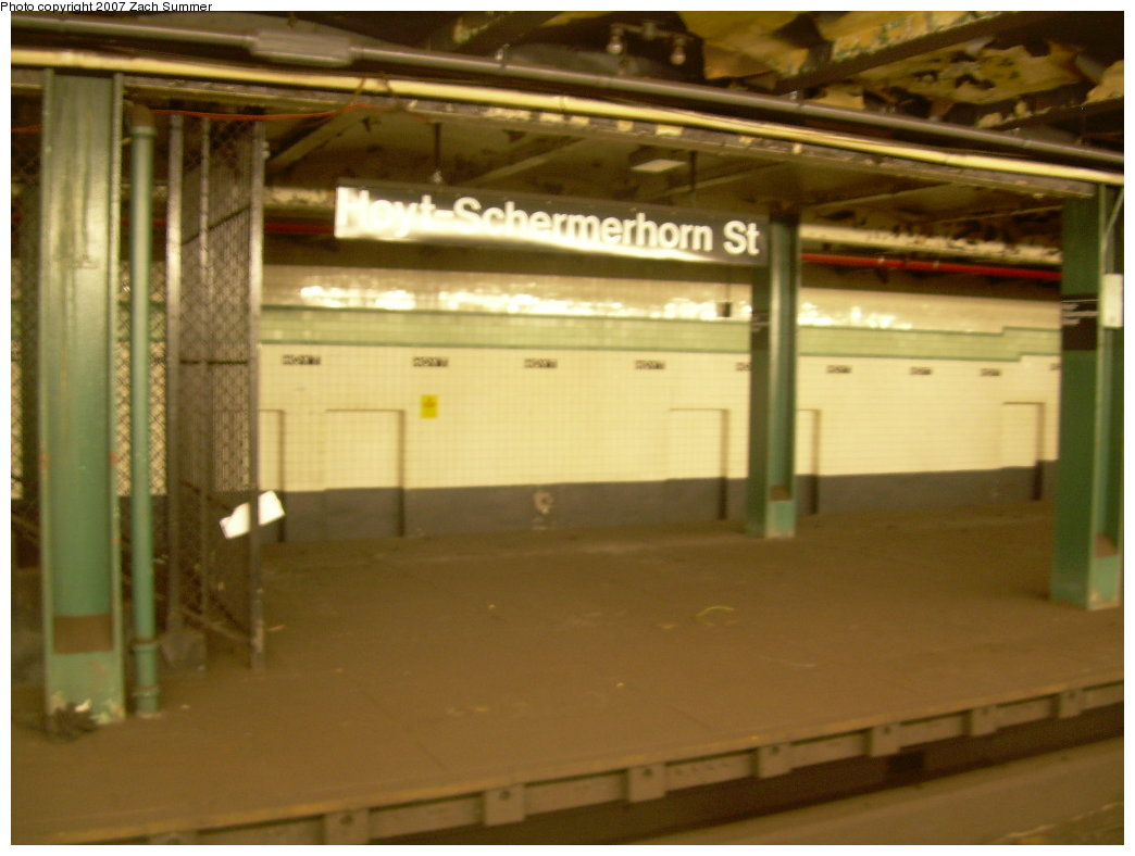 (158k, 1044x788)<br><b>Country:</b> United States<br><b>City:</b> New York<br><b>System:</b> New York City Transit<br><b>Line:</b> IND Fulton Street Line<br><b>Location:</b> Hoyt-Schermerhorn Street <br><b>Photo by:</b> Zach Summer<br><b>Date:</b> 8/18/2007<br><b>Notes:</b> Unused side platform at Hoyt-Schermerhorn.<br><b>Viewed (this week/total):</b> 1 / 1580