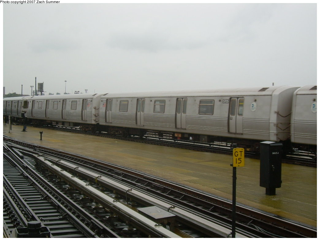 (174k, 1044x788)<br><b>Country:</b> United States<br><b>City:</b> New York<br><b>System:</b> New York City Transit<br><b>Location:</b> Coney Island/Stillwell Avenue<br><b>Route:</b> G<br><b>Car:</b> R-46 (Pullman-Standard, 1974-75) 5705 <br><b>Photo by:</b> Zach Summer<br><b>Date:</b> 8/19/2007<br><b>Viewed (this week/total):</b> 1 / 1970