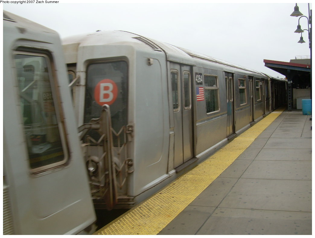 (152k, 1044x788)<br><b>Country:</b> United States<br><b>City:</b> New York<br><b>System:</b> New York City Transit<br><b>Line:</b> BMT Brighton Line<br><b>Location:</b> Brighton Beach <br><b>Route:</b> B<br><b>Car:</b> R-40 (St. Louis, 1968)  4264 <br><b>Photo by:</b> Zach Summer<br><b>Date:</b> 8/22/2007<br><b>Viewed (this week/total):</b> 0 / 1396