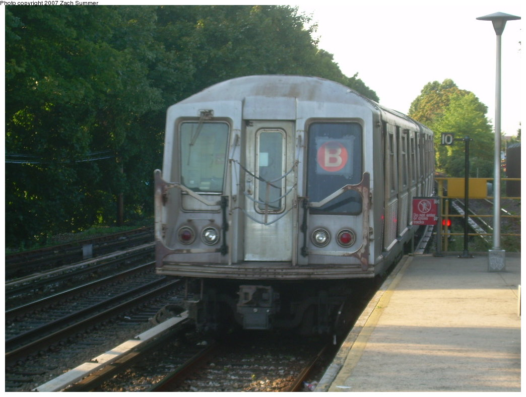 (178k, 1044x788)<br><b>Country:</b> United States<br><b>City:</b> New York<br><b>System:</b> New York City Transit<br><b>Line:</b> BMT Brighton Line<br><b>Location:</b> Kings Highway <br><b>Route:</b> B<br><b>Car:</b> R-40 (St. Louis, 1968)  4232 <br><b>Photo by:</b> Zach Summer<br><b>Date:</b> 8/27/2007<br><b>Viewed (this week/total):</b> 1 / 1772