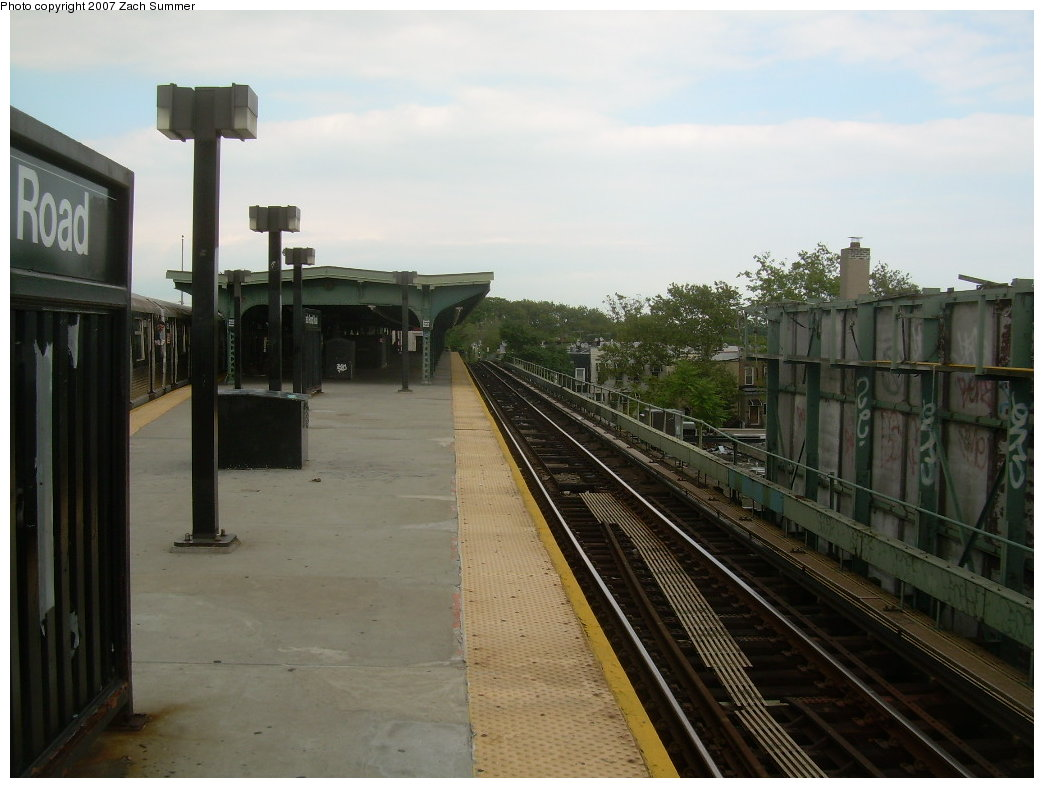 (176k, 1044x788)<br><b>Country:</b> United States<br><b>City:</b> New York<br><b>System:</b> New York City Transit<br><b>Line:</b> BMT Myrtle Avenue Line<br><b>Location:</b> Fresh Pond Road <br><b>Photo by:</b> Zach Summer<br><b>Date:</b> 8/28/2007<br><b>Notes:</b> Station view.<br><b>Viewed (this week/total):</b> 0 / 521
