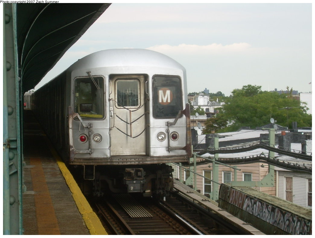 (181k, 1044x788)<br><b>Country:</b> United States<br><b>City:</b> New York<br><b>System:</b> New York City Transit<br><b>Line:</b> BMT Myrtle Avenue Line<br><b>Location:</b> Forest Avenue <br><b>Route:</b> M<br><b>Car:</b> R-42 (St. Louis, 1969-1970)  4762 <br><b>Photo by:</b> Zach Summer<br><b>Date:</b> 8/28/2007<br><b>Viewed (this week/total):</b> 0 / 1111